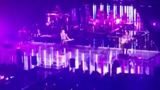 Maroon5 plays Prince as show closer!