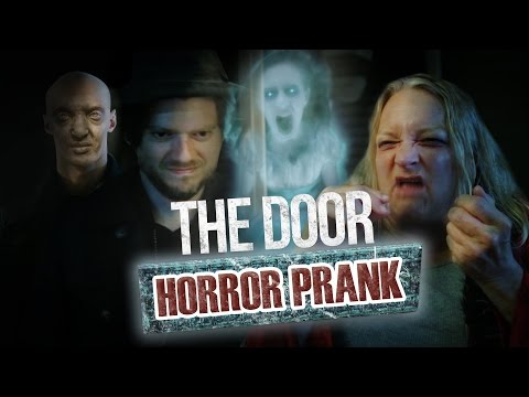 Pranque : The Door / Hologram ghost prank (feat. Lee Delong)