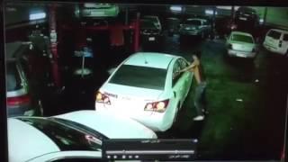 حرامي يسرق سياره ويبي يهرب ولاكن .......