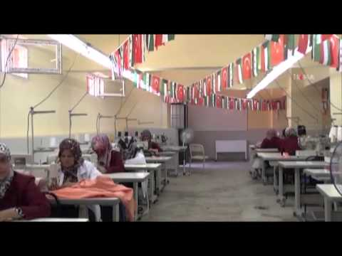 مشغل خياطة للاخوات السوريات في تركيا