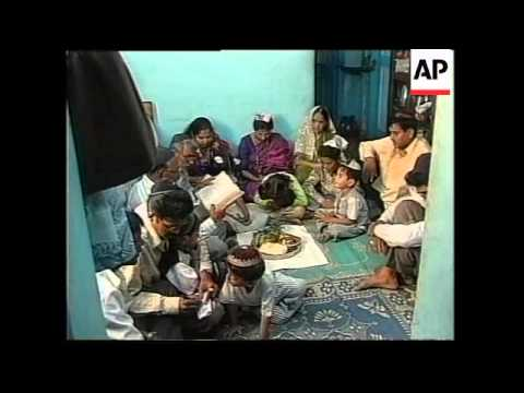 INDIA: JEWISH COMMUNITY LIVING IN BOMBAY DWINDLING FAST