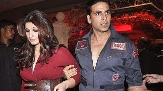 A fan ignored Akshay Kumar for Twinkle Khanna's autograph | Bollywood News
