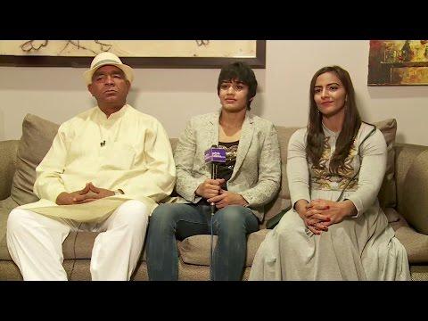 Xxx Mp4 The Real Dangal Mahavir Singh Phogat With Geeta Phogat And Babita Kumari Phogat Interview 3gp Sex