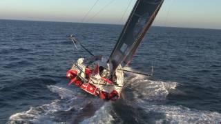 J78 : Incroyable survol de MAITRE CoQ à quelques milles de l'arrivée ! / Vendée Globe
