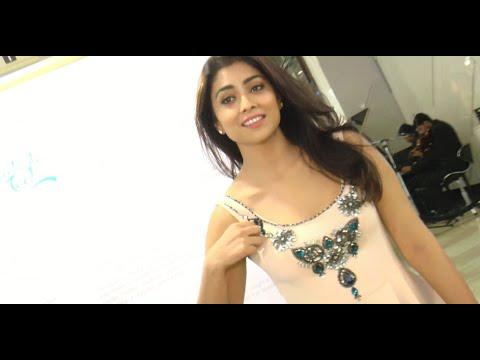 Sexy South Indian Actress Shriya Saran Wear PINK SHORT SKIRT At Art Exhibition | Sunny Leone Club