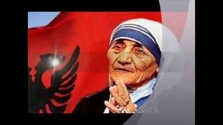 Nene Tereza lutet shqip, degjoje!