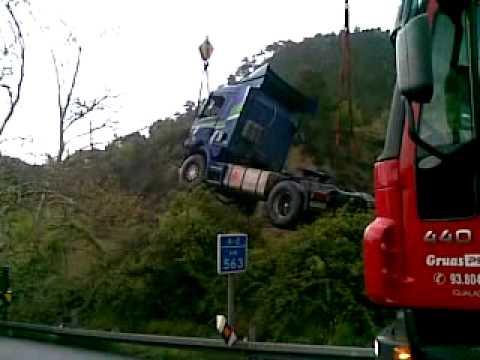 camion accidentado en A 2 km 563 direccion lleida el 15 04 09