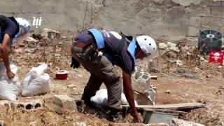 فريق الذخائر غير المتفجرة يعمل على تفجير مخلفات القصف على أحياء درعا