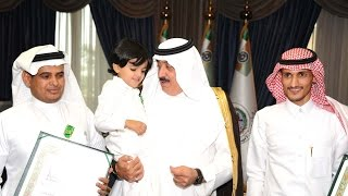 سمو الأمير متعب بن عبدالله يقلّد أسر شهداء الواجب من أفراد الحرس الوطني وسام الملك عبدالعزيز
