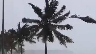 sahalah as cyclon oman.ওমানে  সালালাহ তে প্রবল ঘূর্নিঝড়