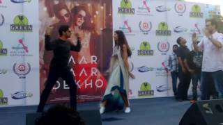 sidharth malhotra and katrina kaif performing on kala chasma at IEM kolkata