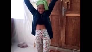 Msichana mwenye mauno ya ajabu tanga