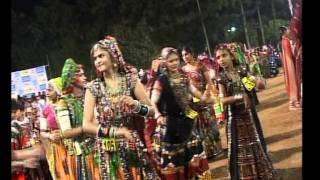 Gujarati Garba Song Navratri Live 2011 - Kalol - Darshna Vyas, Vipul Panchivala - Day-4 Part-16