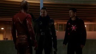 Reverse Flash vs The Flash/Arrow/Firestorm