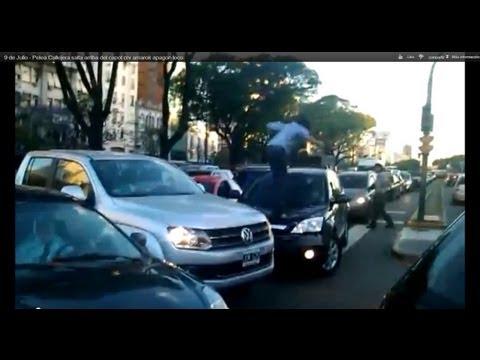 9 de Julio Pelea Callejera salta arriba del capot crv amarok apagon loco