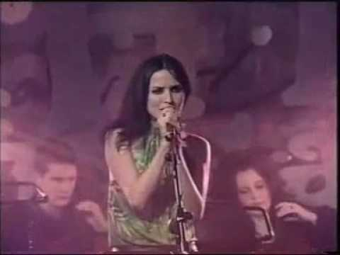 Andrea Corr Cracking Up LOL - Singing OLD TOWN
