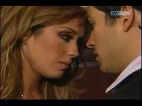 Mia y Miguel Beso En La Fiesta De Mia Miguel Recuerda
