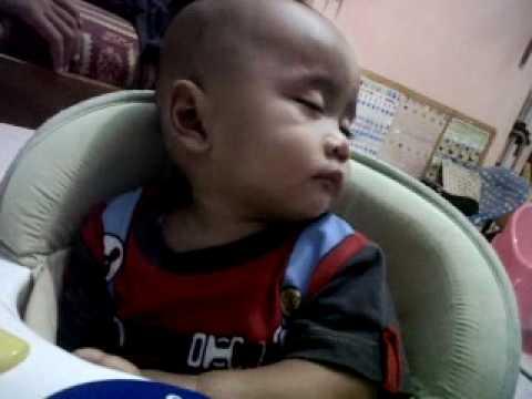 anak kecil sedang tidur .3GP
