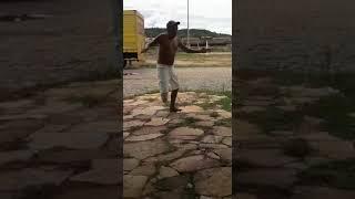 O chute do sem perna