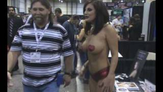 LOLA LYNN AVN SHOW 2010.wmv