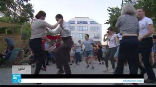 رقصات الثلاثينات تعود إلى الشارع الفرنسي