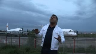 Download LIVIU PUSTIU - IAR SUNT LA AEROPORT ( OFICIAL VIDEO )