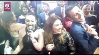 وصلة رقص تجمع بوسي وغادة رجب وصابرين في حفل زفاف شقيقها (فيديو فوشيا)
