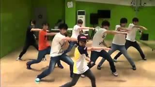 [SEVENTEEN PREDEBUT] SEVENTEEN dances + sings to Super Junior - Happiness & B2ST - Beautiful