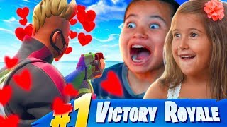 MY LITTLE BROTHER PLAYS FORTNITE WITH A GIRL FOR THE FIRST TIME AND CARRIES HER TO VICTORY! SQUADS