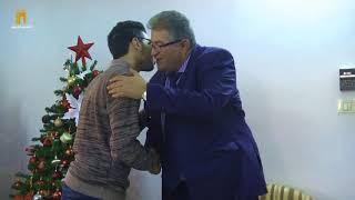 الدكتور عماد يمنح الطالب نيقولا