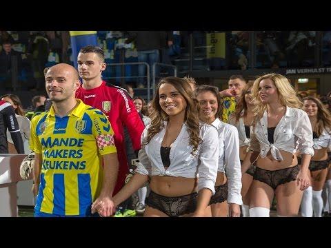 Football Equipo holandés cambia niños por HOT Girls en ropa interior