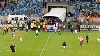 Moses Mabhida crowd invasion (21 April) Kaizer Chiefs vs freestate stars 2-0
