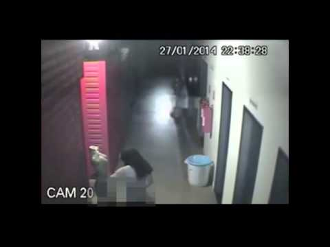 Thief breaks into shopping mall and tries to have sex with mannequin [CCTV]