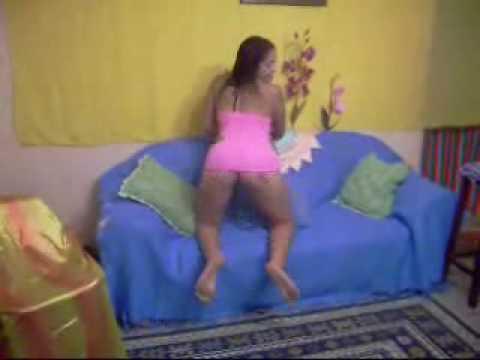 Darcy Sara dançando em casa 2.wmv