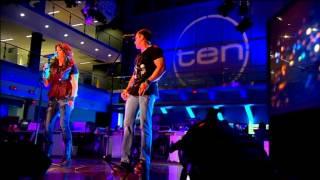 Shannon Noll and Jayne Denham Perform Beyond These City Lights