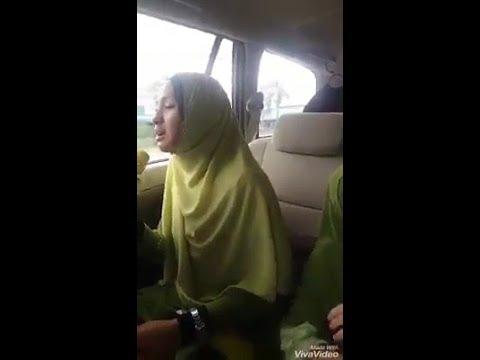 Viral 1 keluarga suara merdu bertarannum dalam kereta