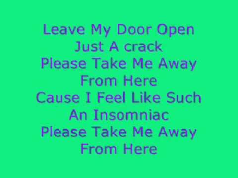 Download Lagu Owl City - Fireflies [lyrics]