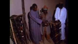1. Démonstration nocturne du sosso-bala à Nyagassola