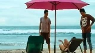 perempuan liar mabok bikini di pantai adegan panas bioskop indonesia