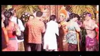 Menikah di Bali, Happy Salma Rogoh Kocek Miliaran Rupiah? - CumiCumi.com