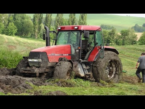 TRACTOR IN MUD CASE IH 135MX IN THE MUD