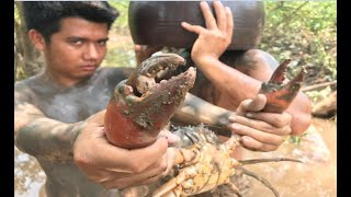 Primitive Technology with Survival Skills giant crab traps, looking for food