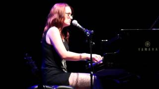 Ingrid Michaelson - I can't help falling in love with you
