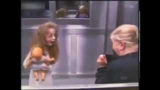 Straszny - dosłownie - żart w windzie - duch!