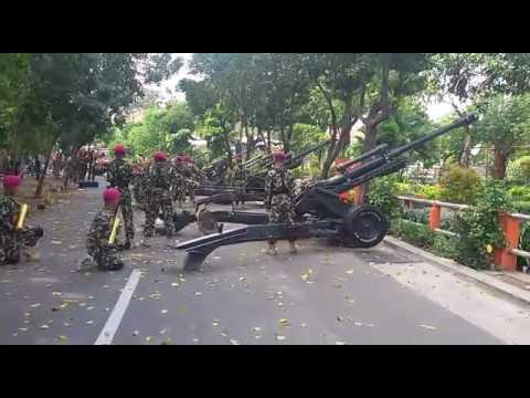 Detik Detik Proklamasi 17 Agustus di Grahadi dengan dentuman Howitzer 1 Marinir Surabaya 2016
