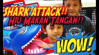 WUIH!! Asyiknya Bikin Kaget, Mainan shark biting her HIU Makan TANGAN