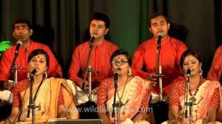'Gaye Amar Pulok Lage' by Rezwana Choudhury Bannya's group Shurer Dhara