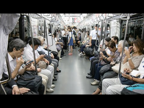 This Girl Gave up Her Seat to an Old Man. A Minute Later She Did Something Nobody Expected