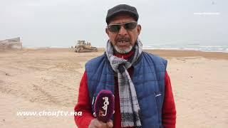 سائق جرافة  لقى 1000 قرطاسة بأحد شواطئ البيضاء