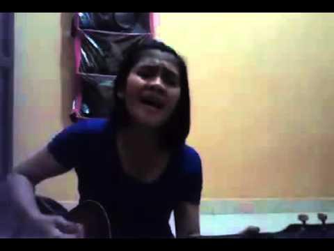 Lagu Ambon Parcuma Dinyanyikan Cewek Menggunakan Gitar